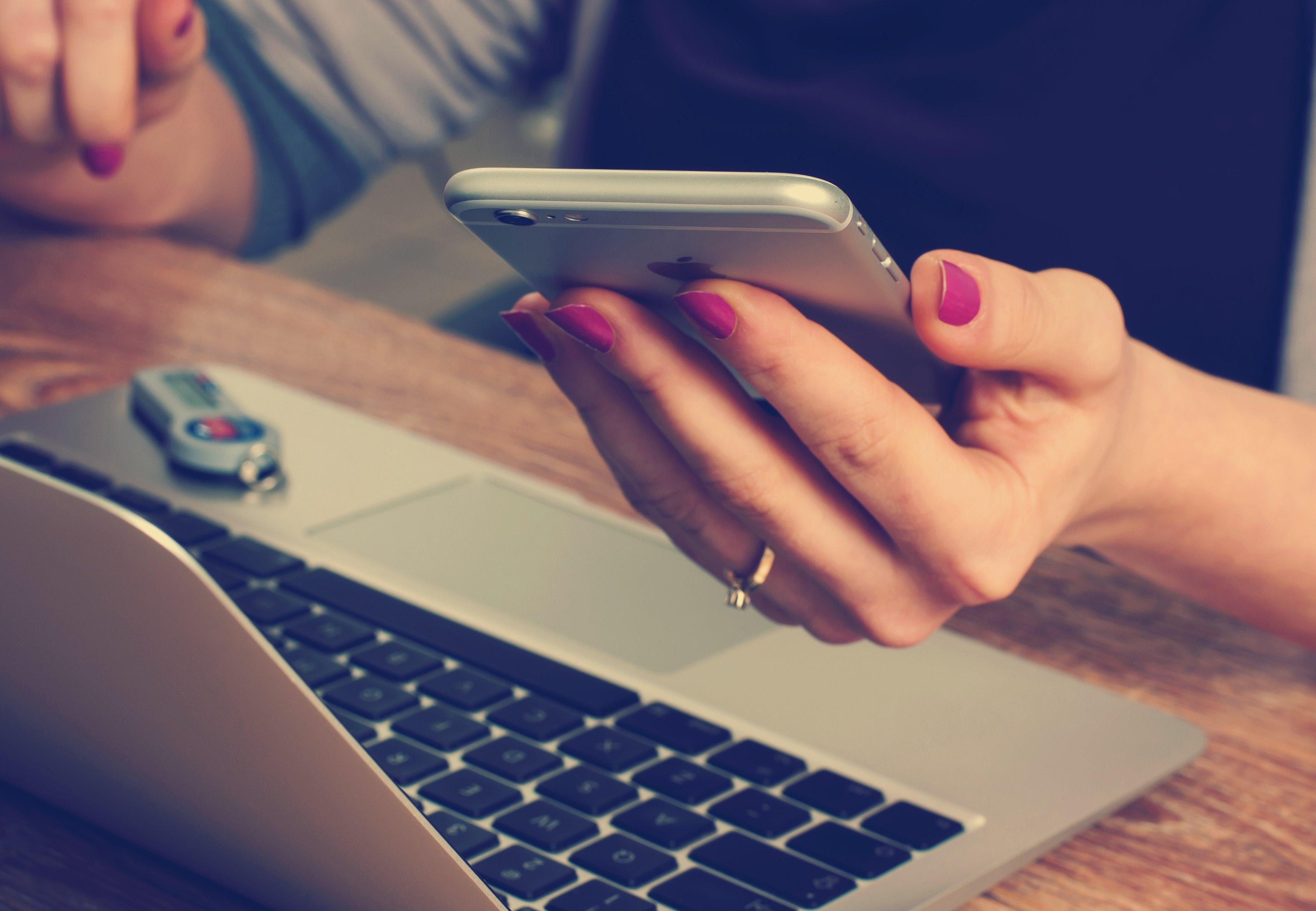 william iven 8515 unsplash - Безкоштовні сайти для пошуку співробітників: міф чи реальність?