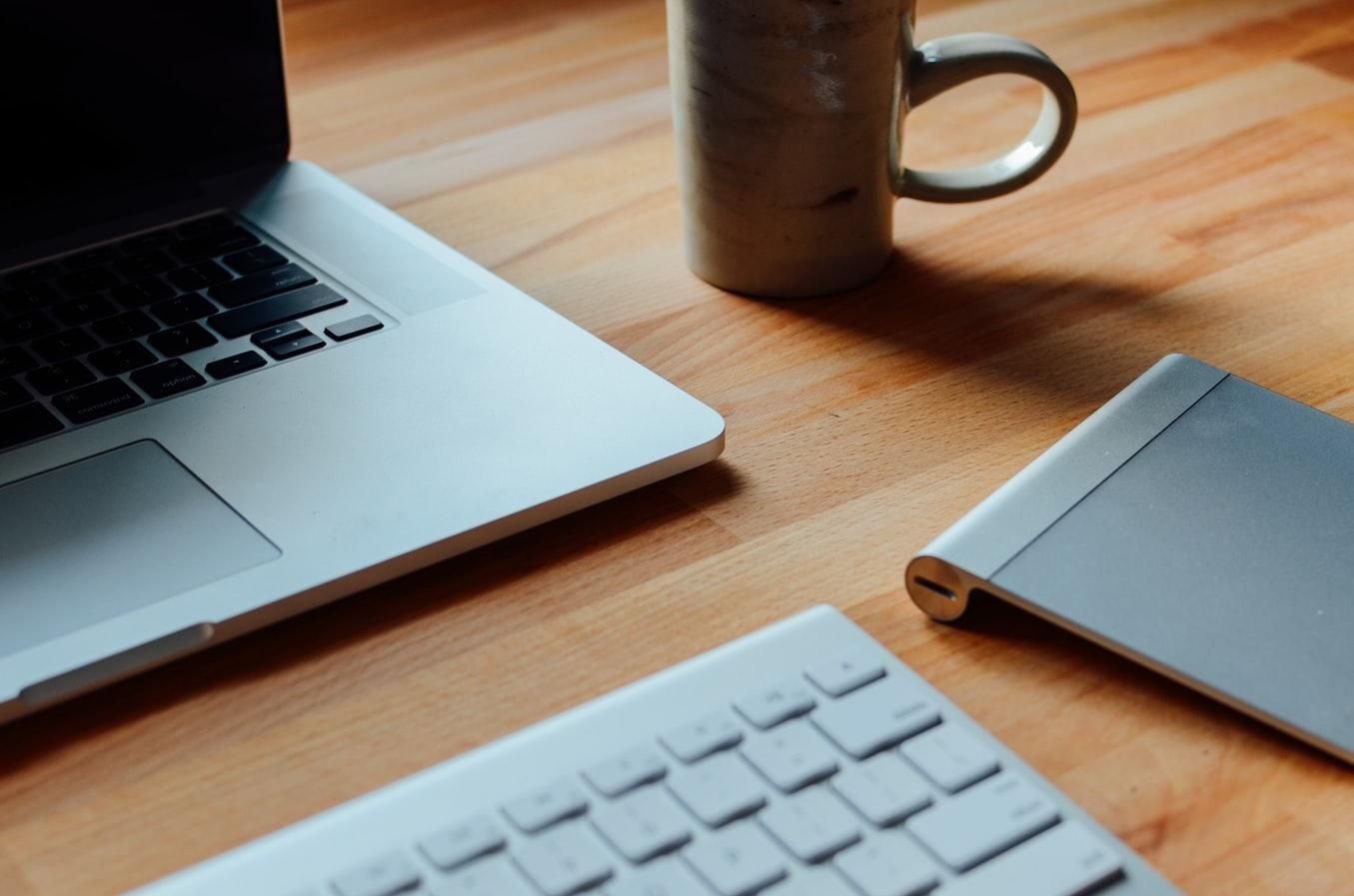 ноутбук и клавиатура